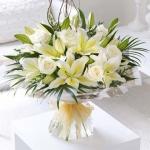 Lilyum Beyaz Gül Cam Vazoda Çiçek Modeli