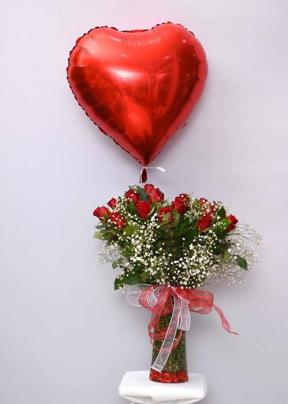 Kalpli Uçan Balon ve Güller