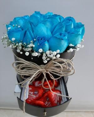Kutuda Mavi Gül 30 Adet Ve Çikolata